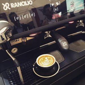 Một dòng máy espresso truyền thống ở Ý