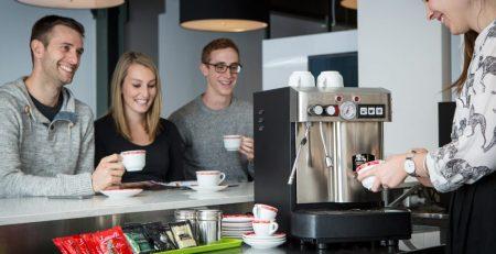 Máy pha cà phê tại văn phòng